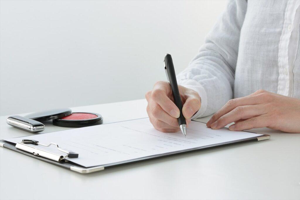 帰化申請の書類作成のイメージ画像